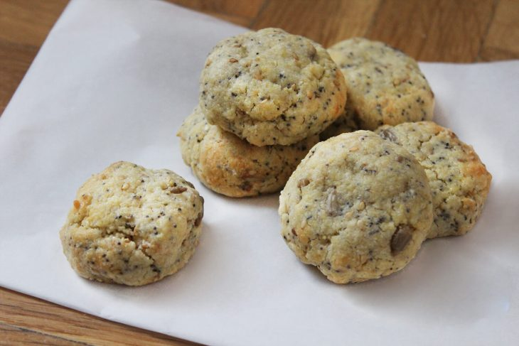 Poppy seed and sesame butter cookies recipe