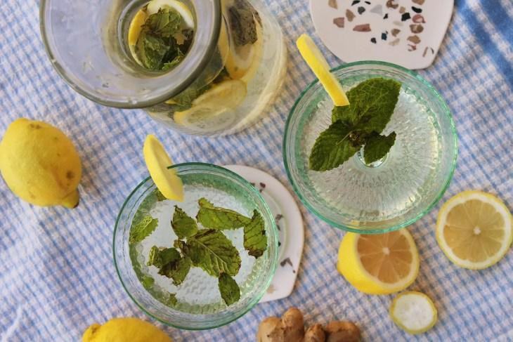 Agua de limón hierbabuena y jengibre receta