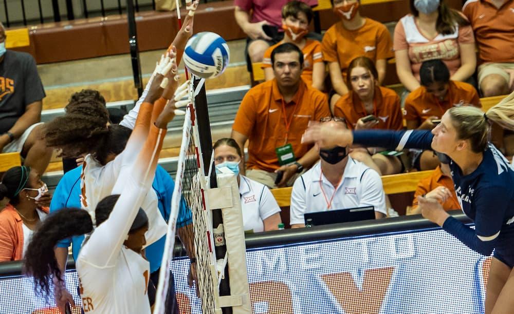 Texas Volley Sweeps San Diego