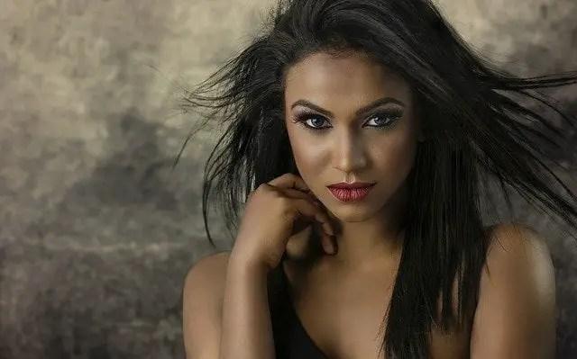 Mujer de bellos ojos
