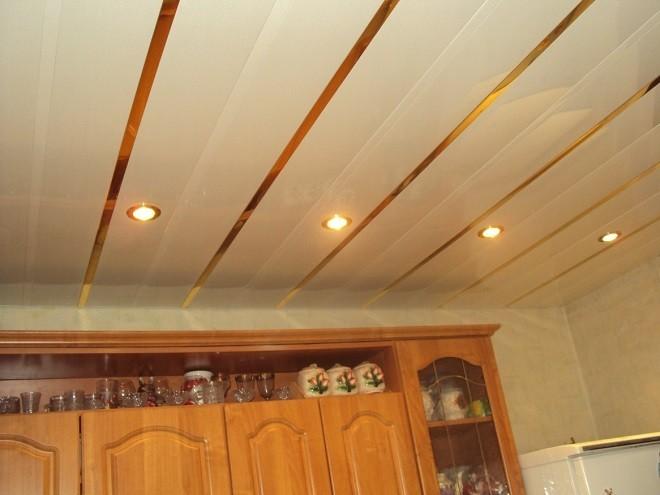 soffitto di plastica in cucina