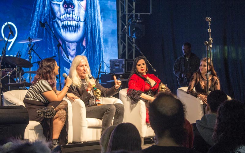 Mick Garris e Liz Marins no Horror Expo Lifetime Achievement Award | Foto: Jota Rugal