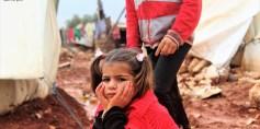طفولة تكبر على قارعة الهموم – مخيمات إدلب – عدسة أدهم الخولي