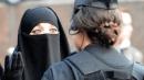 85 ألف دولار كتعويض لمسلمة نزع شرطيون أمريكيون حجابها عنوة