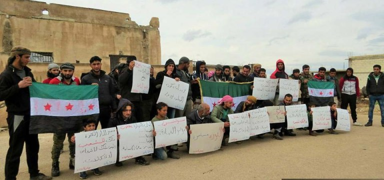 وقفة احتجاجية في بلدة الدار الكبيرة شمالي حمص