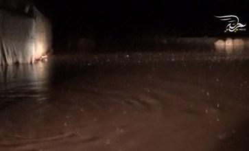 معاناة الأهالي في مخيمات ريف إدلب جراء العاصفة المطرية