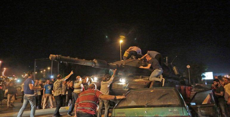 تركيا تدين منح اليونان حق اللجوء لانقلابيين أتراك