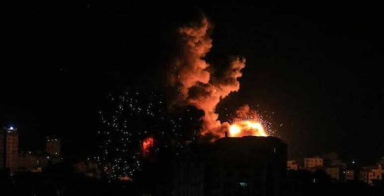 غارات عنيفة غير مسبوقة على غزة والشهداء أكثر من 109