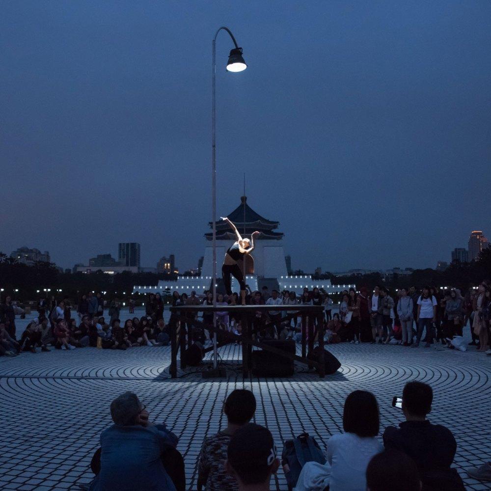 自由步-一盞燈的景身
