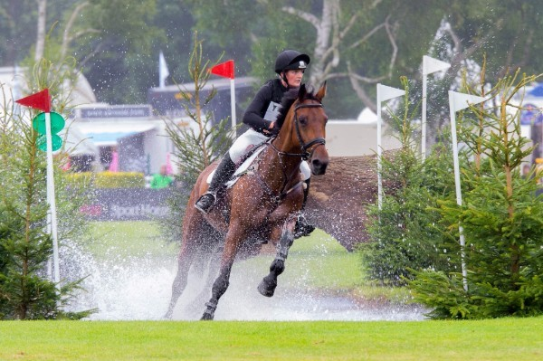 Elizabeth Power and Doonaveeragh O One, winngers of the Amlin Plus Eventers' Challenge. (Image: Craig Payne)