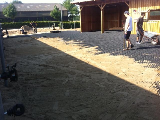 Bau des neuen Offenstalls auf der Reitanlage