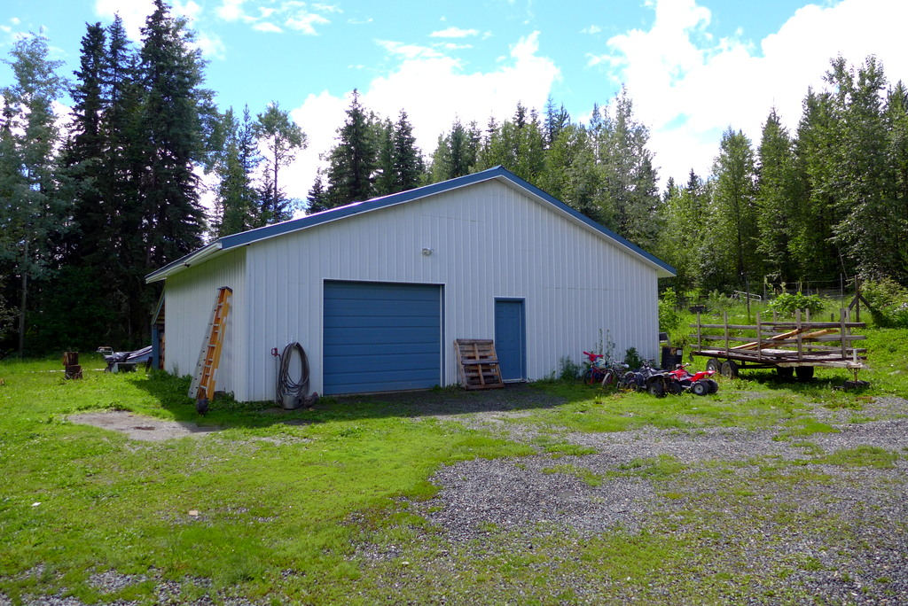 European Post & Beam Home with 5 Bedrooms on 5.16 acres - 3122 Niquidet Street, Horsefly, BC