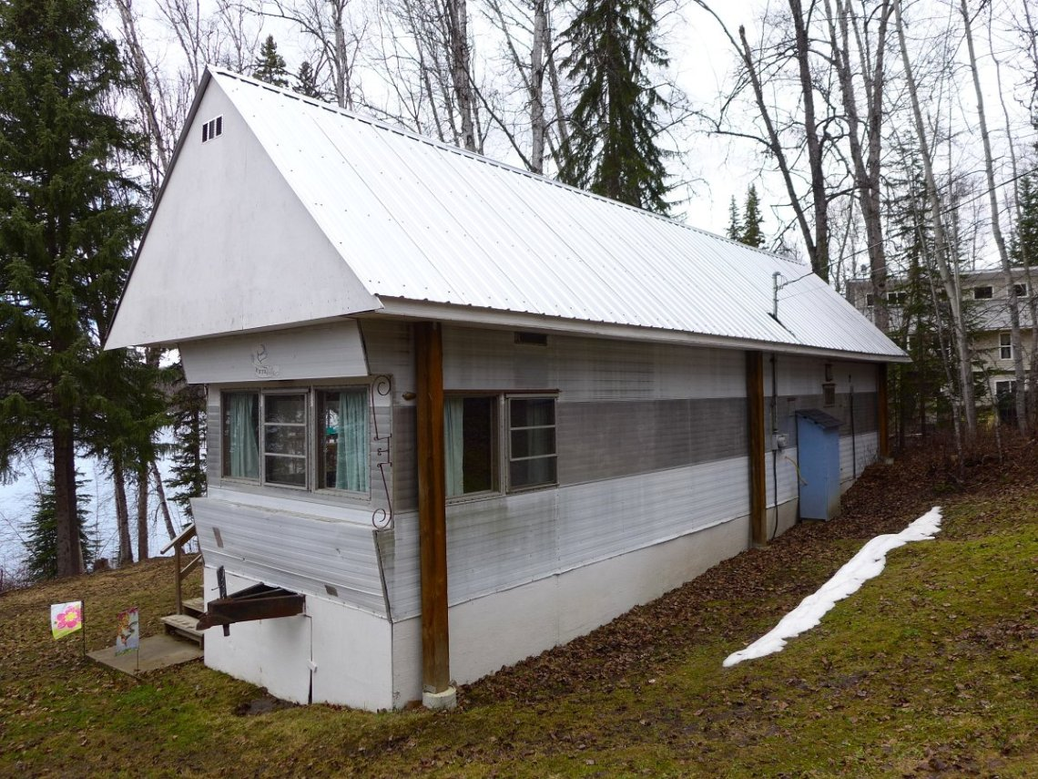 Mobile Home Registration #12044. 1 bedroom with bath, living room and dining room.