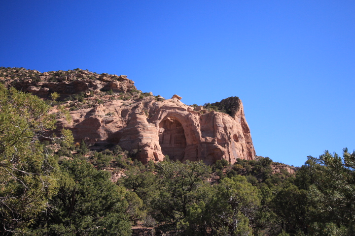 An arch in East Rock Creek Canyon at Sand Canyon.