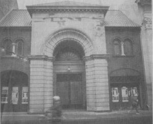 Den tidligere biograf i Borgergade har været igennem en gennemgribende renovering og har bl.a. fået lagt nyt tag. Indvendig er der installeret centralvarme, indlagt vand og el-installationerne er lagt om. (Foto: Lars Juul)