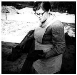 """Mie Flensborg, 51 år lægger grundstenen til """"Laboremus"""", 1955."""