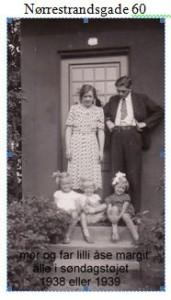 Mor, far, Lilli, Åse og Margit - alle i søndagstøjet. 1938 eller 1939