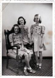 Lilli 11 år, Åse 10 år, Margit 9 år