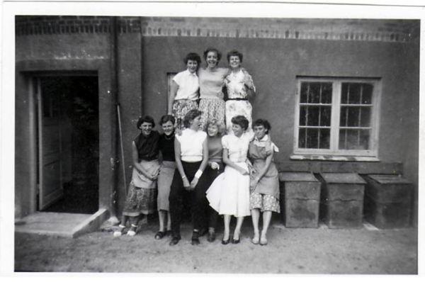 Bagerst fra venstre: Inger Johansen, Margit Sørensen, Kirsten Matz (Liller) Forrest fra venstre: Inge Sørensen (Inge Sø), Birthe, Inger Laursen, Mie, Lydia Carstensen, Kirsten
