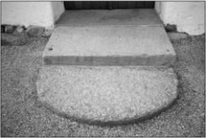 Indgangstrin til Vær Kirke