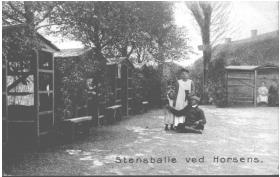 """"""" Østergaards Gæstgiveri"""". Postkort fra 1909."""