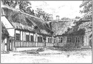 Vær præstegård set fra gårdside, 1914. Facaden af hovedbygningen og den nordlige længde med køkken og bryggers. Tegning af ukendt kunstner.
