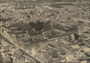 Luftfoto over Håndværker- og Industriforeningens hus og have 1950