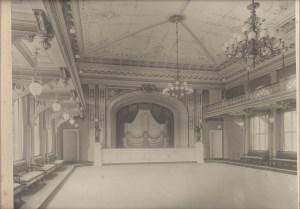 Horsens Haandværker- og Industriforenings teatersal efter ombygning i 1885