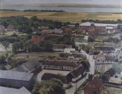 Luftfoto af parti af Stensballe – set fra nord ved Agervej 16 nederst til venstre. B3855