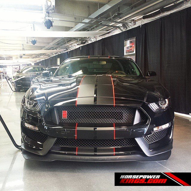 The Shelby GT350R looks sinister in Black