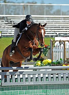 Adrienne Iverson and Huehuetenango Step Up from Pre-Green to Win $10,000 Devoucoux Hunter Prix