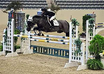 Munson Earns 2014 Individual Championship at US National Pony Jumper Championships