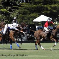 Tommy Beresford, backed by Valiente teammate Santi Torres, reaches for the ball from Mark Tomlinson (Casablanca) in the Ylvisaker Cup quarterfinals.