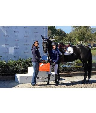 "Molly Ashe and Balou's Day Date Receive Equis ""Best Presented Horse Award"""