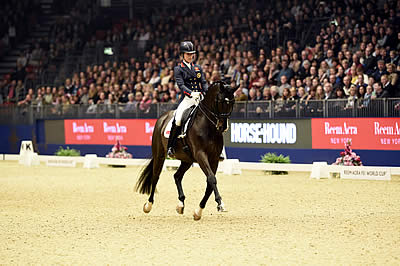 Charlotte Dujardin Claims 5th Consecutive Victory on Opening Night of Olympia