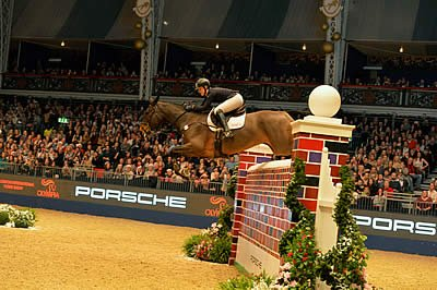 Christmas Comes Early for Holly in the Cayenne Puissance