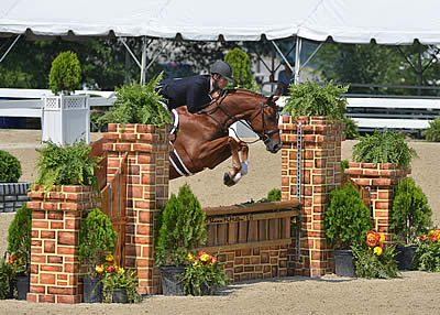 Hunt Tosh and Bordeaux Lead First Day of USHJA Green Hunter Incentive Championships