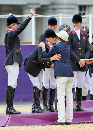 Zara Phillips receives her team silver medal from her mother, The Princess Royal.