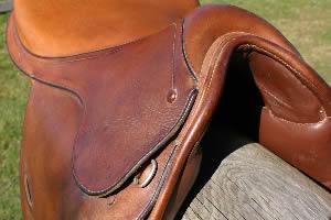 saddle-feat
