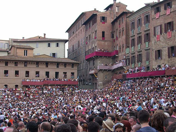 Crowds pack Siena's Piazza del Campo for the Palio horse race, which is held twice a year. Photo: Wpopp via Wikimedia Commons CC BY-SA 3.0