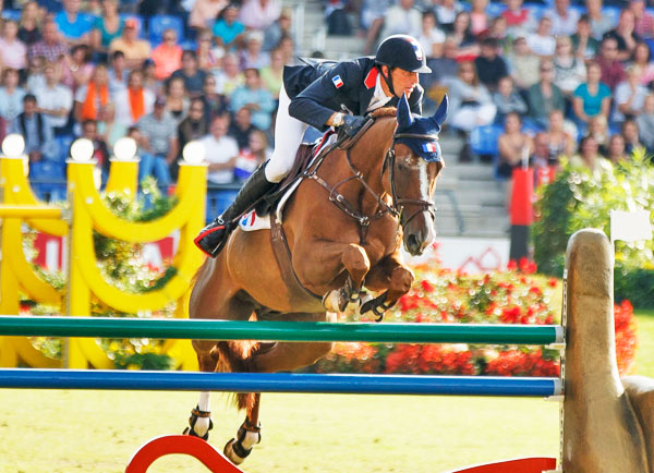 Kevin Staut and Reveur de Hurtebise HDC produced the third clear round that promoted France to the top of the leaderboard in the first round of the team final competition at the FEI European Jumping Championships 2015 in Aachen, Germany.