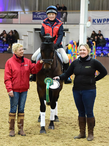 Julia Hodkin with Eventing Stallion Award winner Future Gravitas, and Jane Skepper from the Competition Stallions Guide.