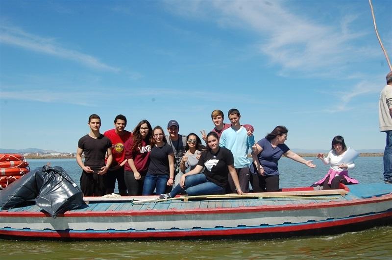 Més d'un centenar de joves voluntaris es concentren per a netejar l'Albufera (4/4)