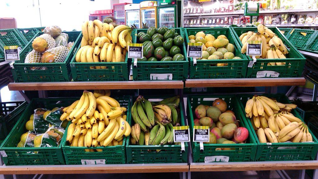 Frutas tropicais diretos em caixas de Transporte
