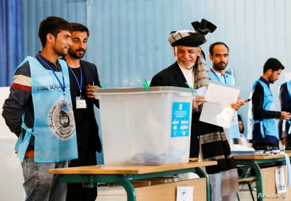 Afghan incumbent president and presidential candidate Ashraf Ghani arrives to cast his vote in Kabul, Afghanistan, Sept. 28, 2019.