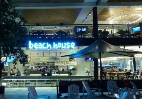Hotel Beach House, Westfield Garden City