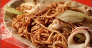 美食隨時都吃的到?那可不一定啊!最近遇到了不是常常可以吃到的美食在台南離我家最近的夜市是永大夜市,只有一四六才有營業近來開發到一家花枝意麵真...