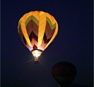 台南冬季熱氣球嘉年華,走馬瀨農場我來也!夜晚光雕版也很美麗!