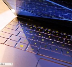 ZenBook 3 UX390 更薄更輕的不可思議,910 公克超輕薄效能級筆電