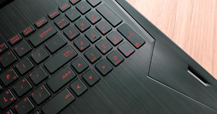 【開箱】ASUS FX502 電競筆電搭載 GeForce GTX 1060 獨立顯卡,玩遊戲與 VR 就是威!